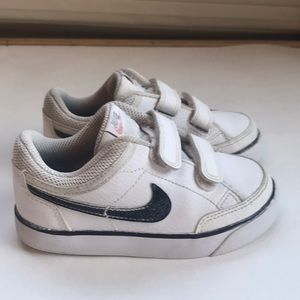 Nike sneakers size 9c, so cute